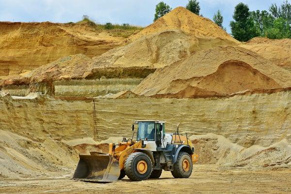 backhoe-bucket-barren-dirt-461789